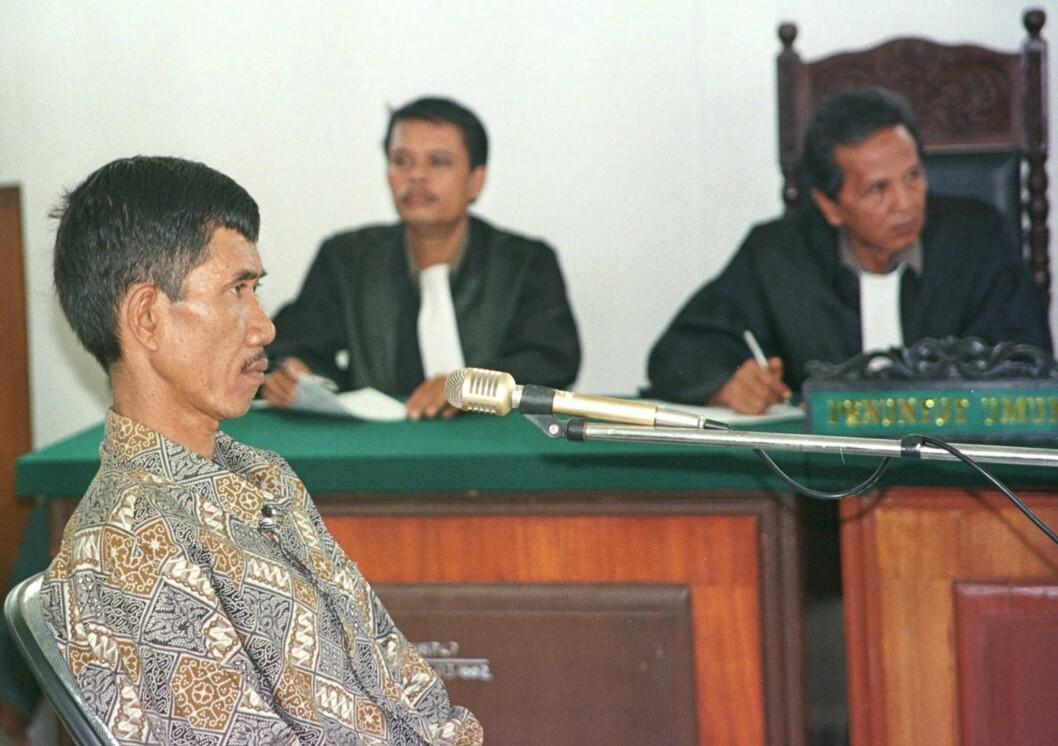 <strong>AHMAD SURADJIl:</strong> Suradji i retten da han ble dømt til døden for å ha drept 42 kvinner. Foto: AP