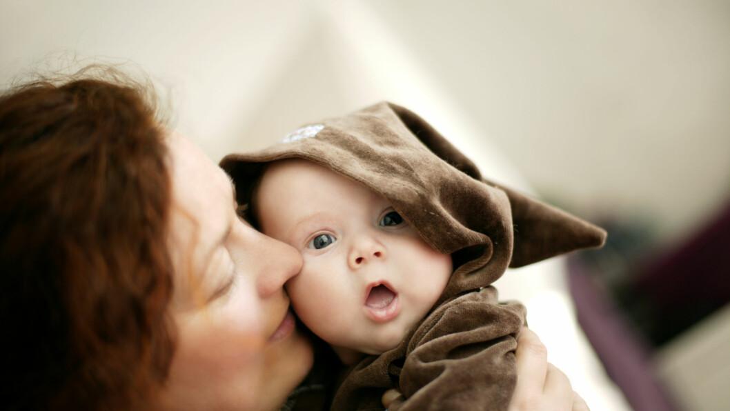 ADOPSJON: Noen få mødre velger hvert år å adoptere bort barnet sitt.  Foto: Scanpix Norway