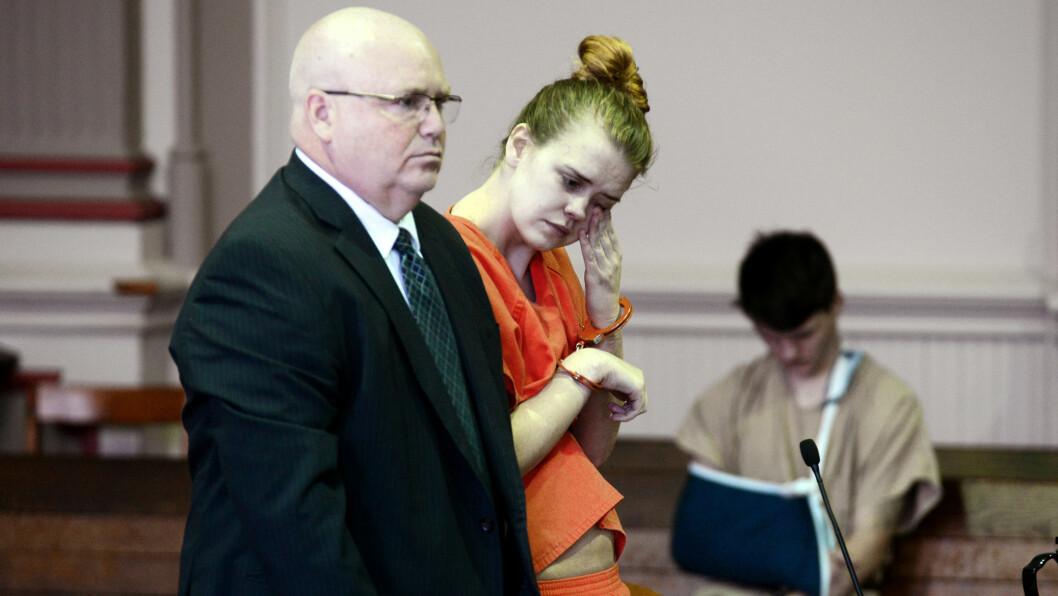EMILE WEAVER: Den nå 21 år gamle kvinnen fra Ohio var student ved Muskingum University i Ohio da hun fødte en liten datter på campus, og siden drepte den nyfødte babyen ved hjelp av en plastpose. Dette bildet er tatt under domsavsigelsen i juni. Foto: NTB Scanpix