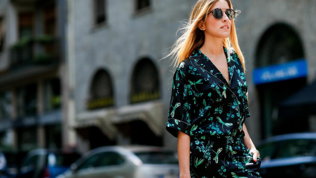 PYSJAMASEN: Elen Ellis under fashion week kledd i Dolce and Gabbana sitt vår-og sommerdesign for 2017.  Foto: Scanpix