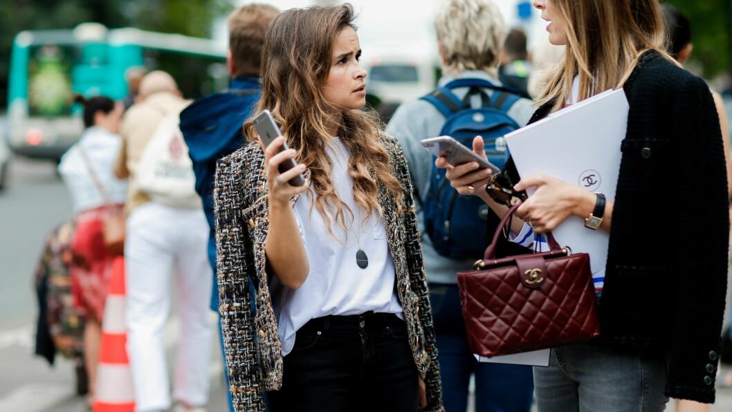 KULE JAKKER: Mira Duma (Miroslava Duma) er en av streetstyle-stjernene som har særdeles mange kule jakker, og vet akkurat hvordan hun skal style dem. Foto: Abaca