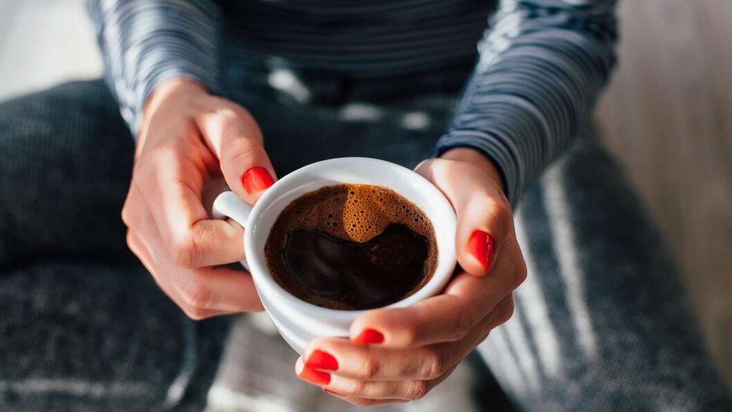 KAFFE, RED BULL ELLER COLA?: Hva gir egentlig raskest energi? Svar på det får du i denne saken! Foto: Shutterstock / kikovic