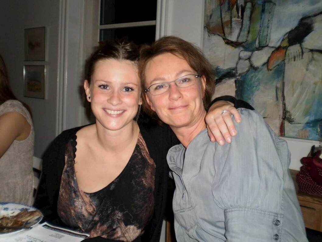 MOR OG DATTER: Stine og moren hennes, Tina Friis Mønster, som bare ble 49 år.  Foto: All Over Press