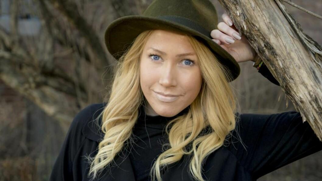 THEA STEEN ER DØD: Den 26 år gamle journalisten og bloggeren har kjempet mot kreften i to år. Foto: Per Ervland