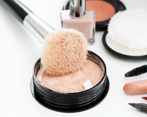 image: Sliter du med glinsende hud i ansiktet?