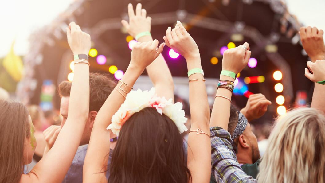 FESTIVALSOMMER: Festivaler følges av mange av mye øl og lite næringsrik mat, og de første dagene på jobb etter en uke med fyll og musikk kan nok bli litt tøff.  Foto: Scanpix
