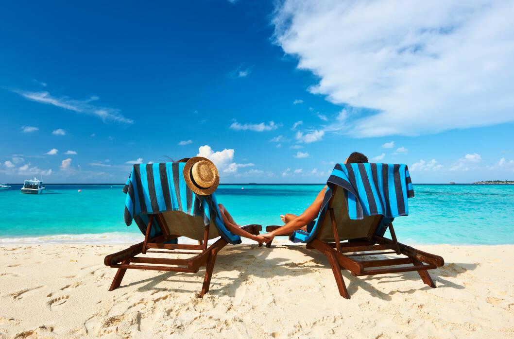 FORVENTNINGER: Ønsker dere begge å ligge på stranden hele dagen eller vil en av dere gjøre noe aktivt? Foto: © Zoonar/N.Okhitin