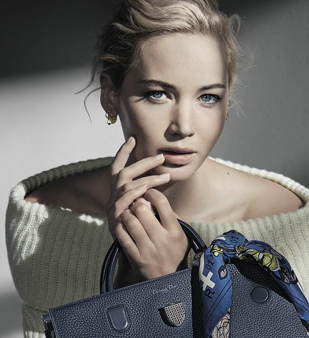 JENNIFER LAWRENCE: I den siste kampanjen hennes for Dior kommer de blå øynene hennes virkelig fram. Foto: Splash News