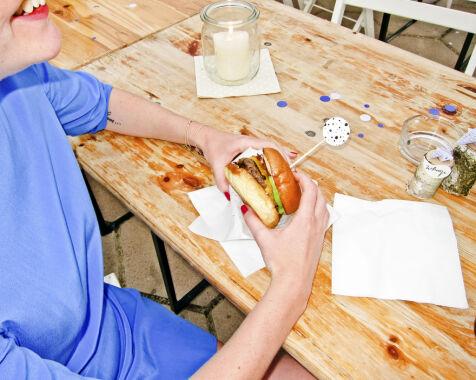 image: Jo, du kan spise hamburger med god samvittighet på festival