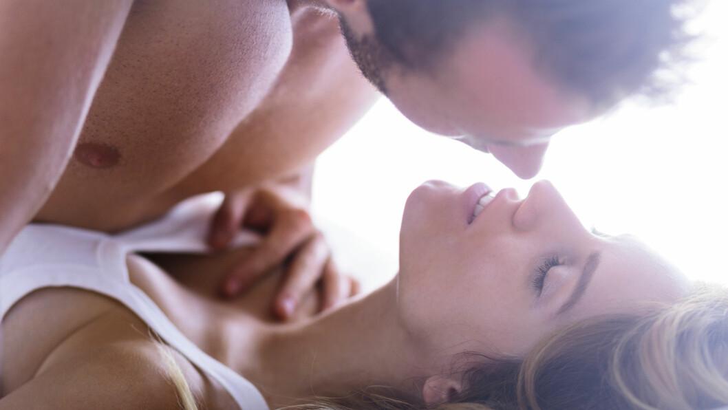 BEDRE HVERDAGSSEX: Hverdagen blir raskt en rekke plikter og vaner, noe sexlivet kan lide av. Heldigvis finnes det flere gode tips til hvordan dere kan piffe opp sexlivet igjen. Foto: Shutterstock / Photographee.eu