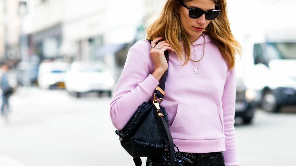 75f6c480 TRENDER FRA KØBENHAVN: Det å kombinere rosa og sort, som Veronika  Heilbrunner har gjort