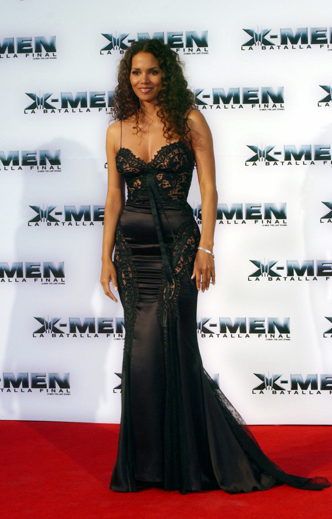 "Actress Halle Berry arrives for the premiere of  ""X-Men: The Last Stand,"" in Mexico City, Mexico, Monday, May 15, 2006.  (AP Photo/Jennifer Szymaszek) Foto: AP"
