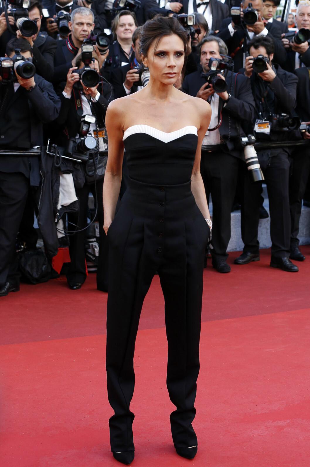 <strong>CANNES:</strong> Victoria Beckham deltok på filmfestivalen i Cannes. Selvfølgelig ikledd et antrekk i sort og hvitt. Foto: DPA