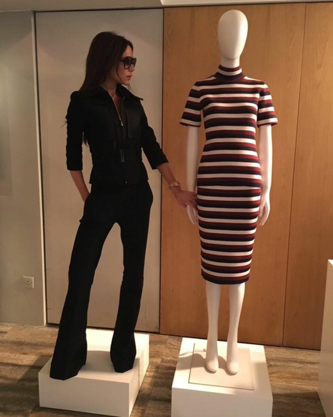 <strong>HELSORT:</strong> Designeren lager ofte kler i herlige farger, men selv ser vi hun som oftest i sort. Alltid så kul og elegant! Foto: SipaUSA