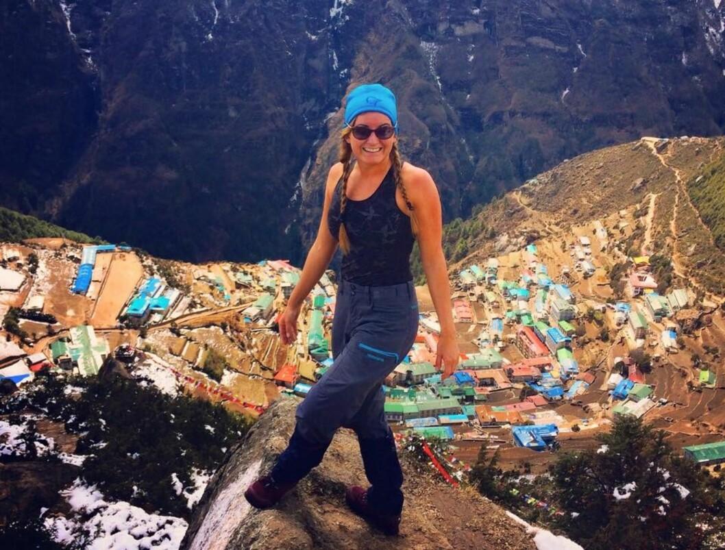 HIMALAYA: Therese bestemte seg for å reise alene til Nepal og opp til Himalaya etter at moren døde, og gikk opp til Mount Everest Base Camp for å hedre moren og klarne tankene. Foto: Privat