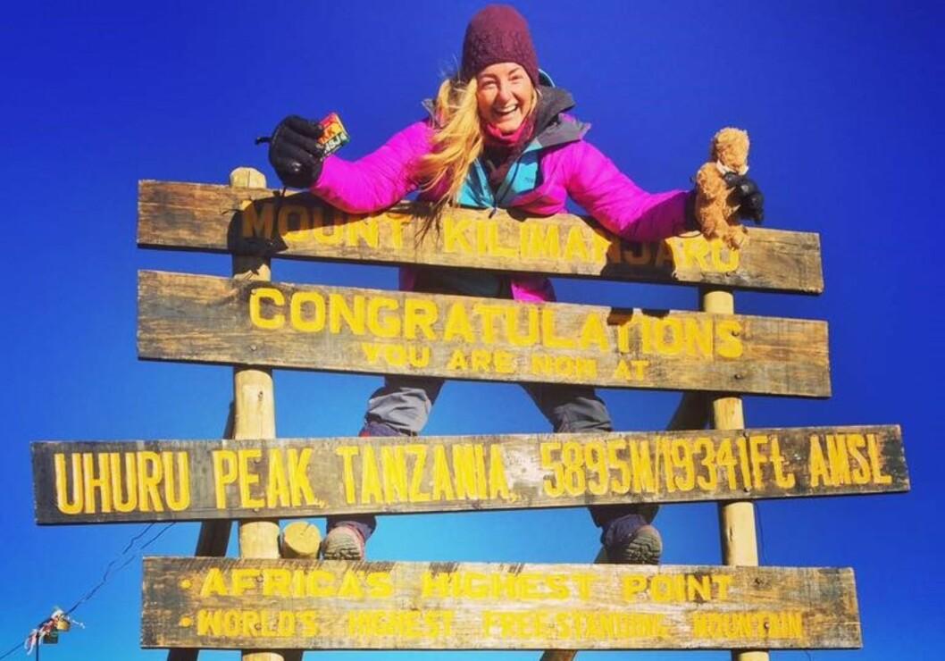 MOT AFRIKAS TAK: Med praksistiden unnagjort kunne det virkelige Afrikaeventyret starte, og Kilimanjaro sto øverst på gjøremålslista. Foto: Privat