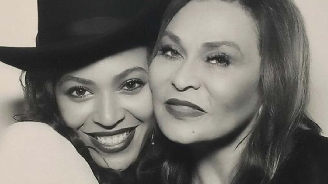 BEYONCÉ: Superstjernen er så glad i sin mor Tina Knowles at hun lot mammaen sy brudekjolen sin til henne - til tross for at hun ikke likte resultatet. Foto: NTB Scanpix