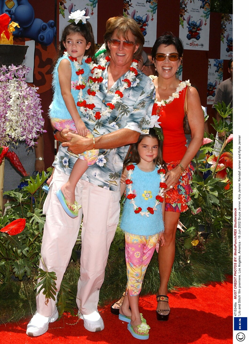 2002: Jenner har barna Kendall (19) og Kylie (17) sammen med Kris (59). Foto: Rex Features