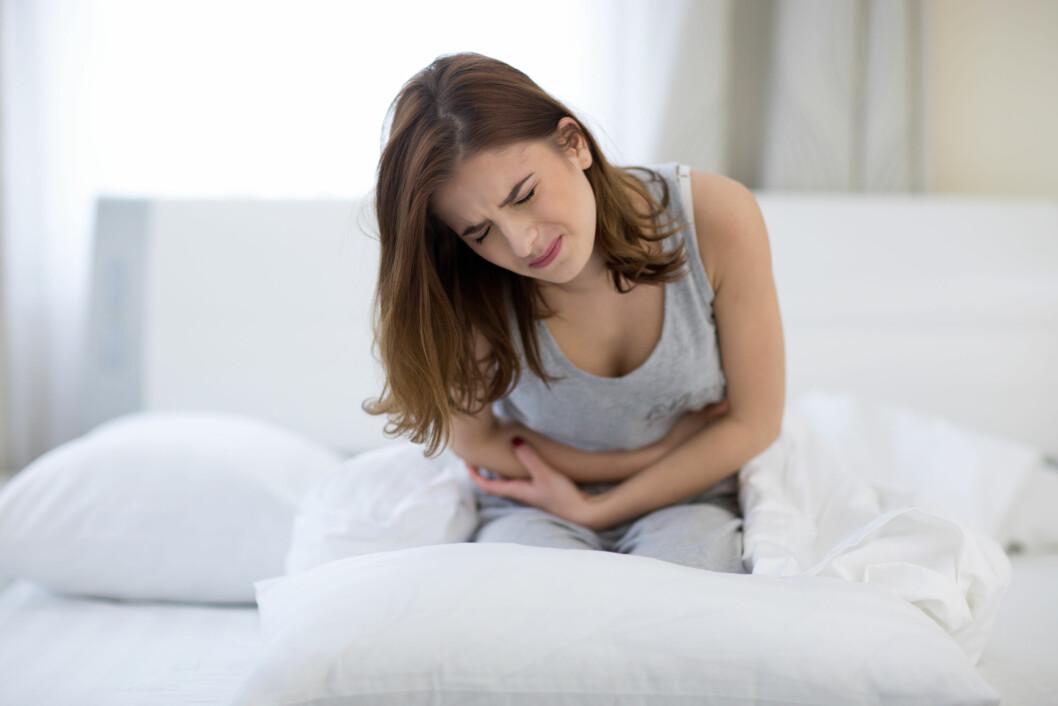 SMERTER; Magesmerter og hyppige dobesøk er to av de vanligste symptomene på inflammatoriske tarmsykdommer. Foto: Shutterstock / Dean Drobot