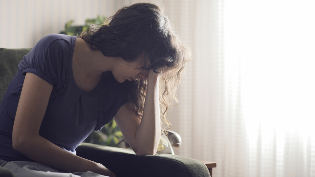 ANGST OG DEPRESJONER: Både angst og depresjon gir en grunnleggende overbevisning om at man er utilstrekkelig. Foto: Shutterstock / Stokkete