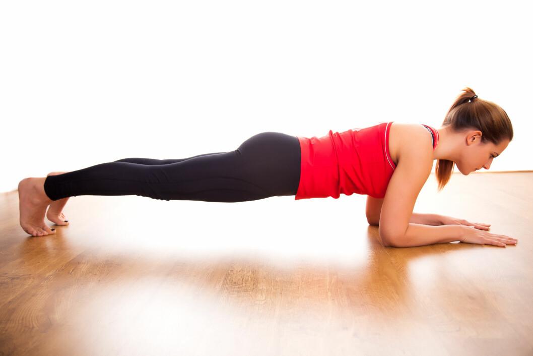 PLANKEN: Planken er en kjent øvelse som gir god trening for magemusklene dine. Mange gjør imidlertid øvelsen feil, og derfor er det ekstra viktig å ha teknikken inne.  Foto: oliophotography - Fotolia