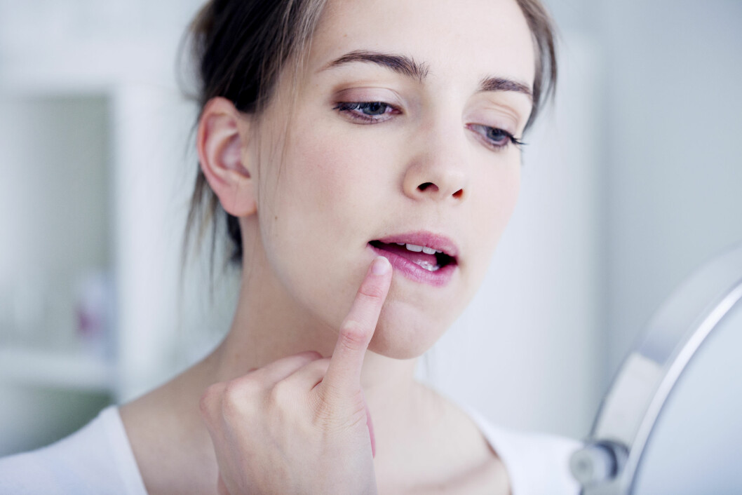 LEPPER UTSATT: Visste du at leppene i tillegg til å ha tynn hud ikke produserer fett? Dette gjør dem mer utsatte for uttørking. Foto: Shutterstock / Image Point Fr