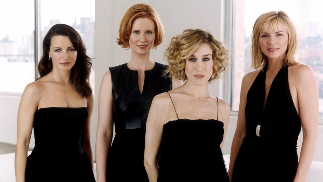 SEX OG SINGELLIV: For over to tiår siden endret Carrie Bradshaw (Sarah Jessica Parker), Charlotte York (Kristin Davis), Miranda Hobbes (Cynthia Nixon) og Samantha Jones (Kim Cattrall) måten vi snakker om sex og samliv på. FOTO: HBO
