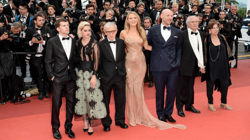 FILMFESTIVALEN I CANNES: Jesse Eisenberg, Kristen Stewart, Woody Allen, Blake Lively, Corey Stoll og Vittorio Storaro står klare for å bli fotografert på den røde løperen i Cannes. Foto: Abaca