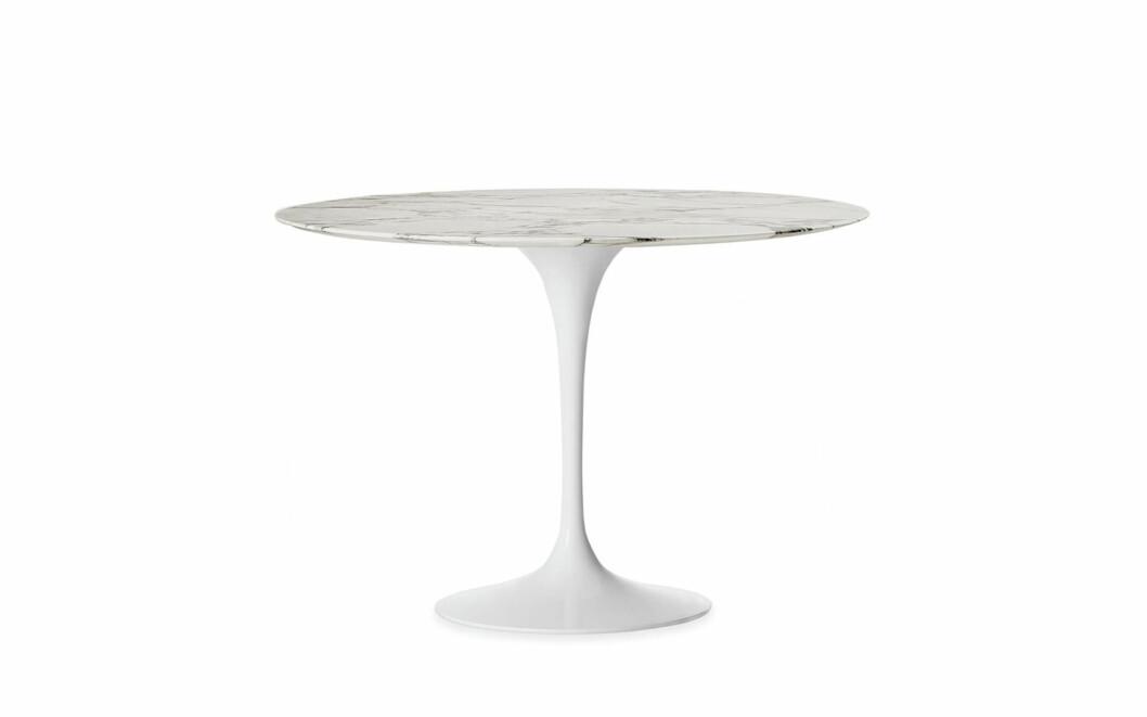 Eero Saarinens «Tulip Table» med Arabescato marmorplate fra Knoll (diameter 120, kr 50 560, Expo Nova). Foto: Produsenten