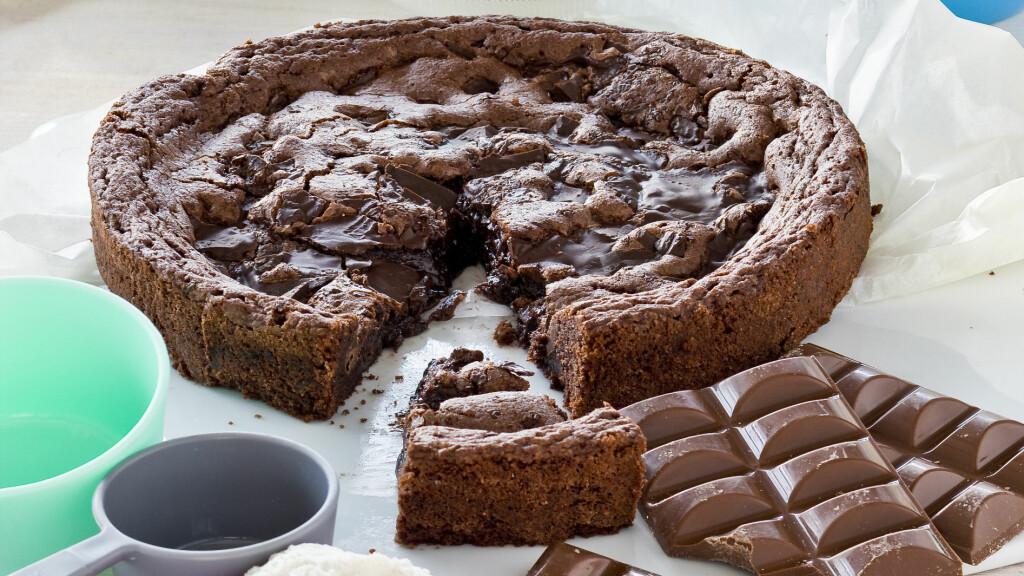 BLACK MAGIC KONFEKTKAKE: Denne kaken er uten mel og dermed glutenfri. Foto: All Over Press