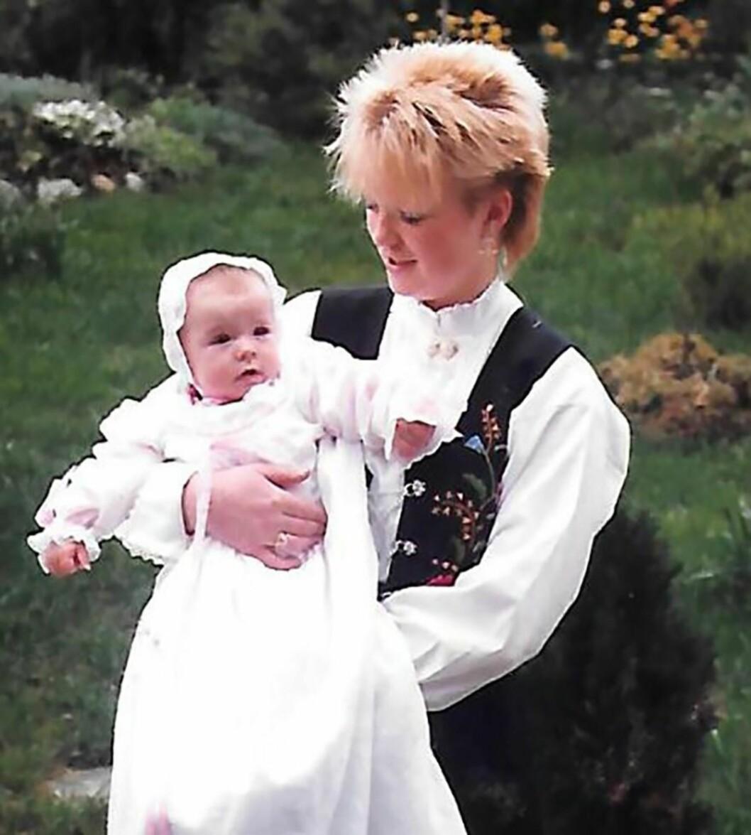 STOR DAG: I 1986 ble Iris konfirmert og Anne Cecilie døpt. Foto: Privat