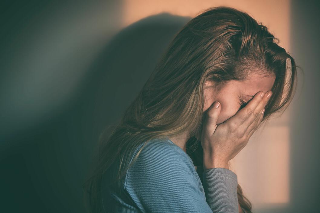VÆR DIREKTE: Du bør spørre rett ut dersom du tror en venn tenker på selvmord. Foto: Shutterstock / Marjan Apostolovic