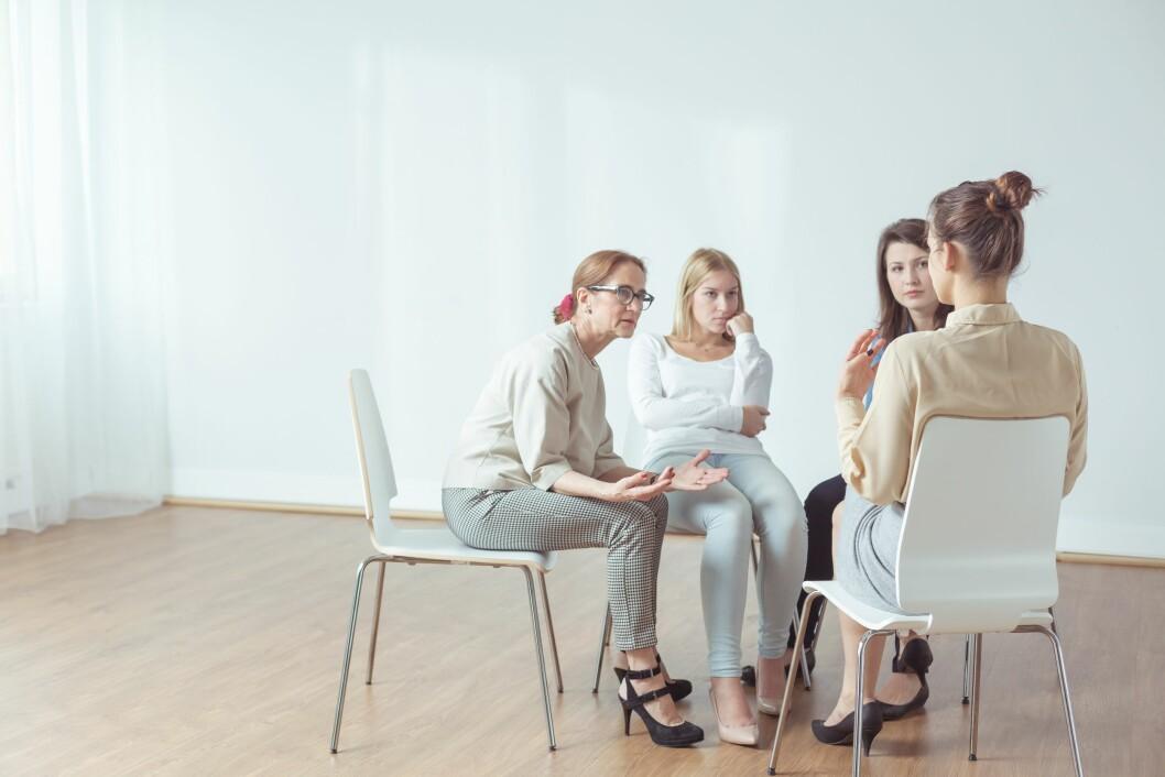 SØK HJELP: Det viktigste er å snakke med noen når man har det vanskelig. Foto: Shutterstock / Photographee.eu