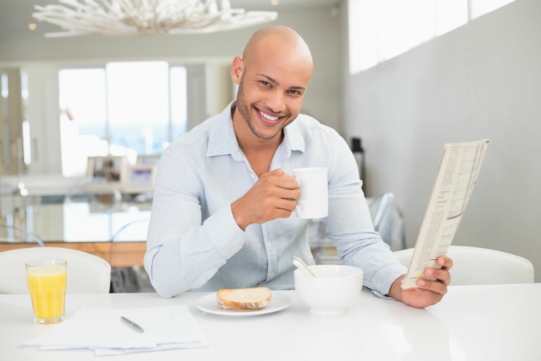 SEXY: I stedet for å fortelle han hva du IKKE liker, bør du kanksje heller fortelle han at du synes skallede menn kan være svært så sexy. Foto: Shutterstock / lightwavemedia