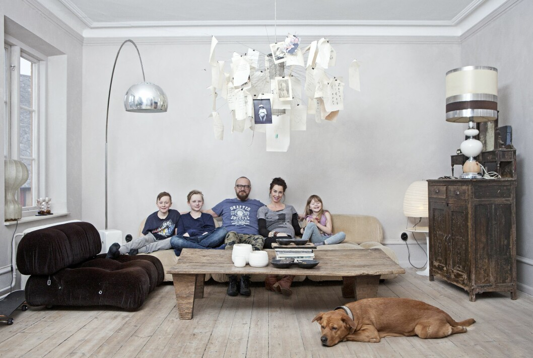 FAMILIEN: Denne kjernefamilien skal om kort tid utvides med et juniormedlem som for øyeblikket holder til iMaries mage. Bill og Marie med sønnene Otto og Vidar til venstre, samt datteren Ingrid til høyre.  Foto: Saerun Noren