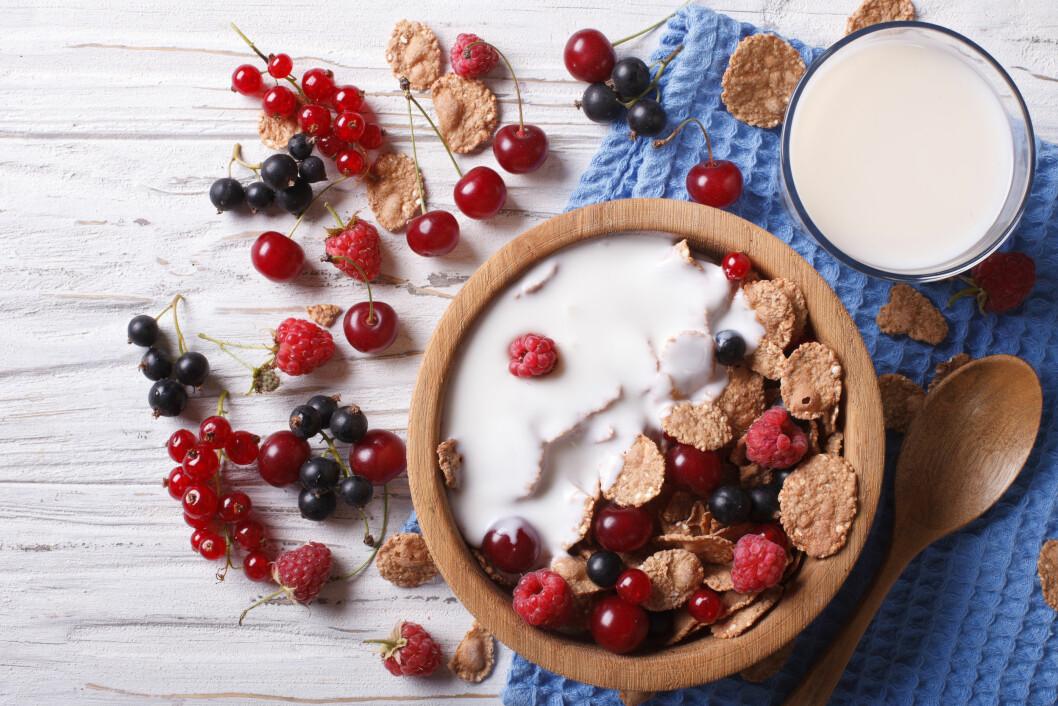 NÆRINGSRIKT: Melk inneholder blant annet kalsium, jod, vitamin B12, protein og i noen tilfeller D-vitamin.  Foto: Scanpix