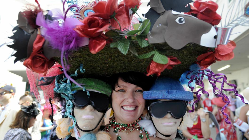 KENTUCKY DERBY: Det nødvendigvis ikke hestene som får oppmerksomhet under Kentucky Derby! Bare sjekk ut denne elleville hatten! Foto: Reuters