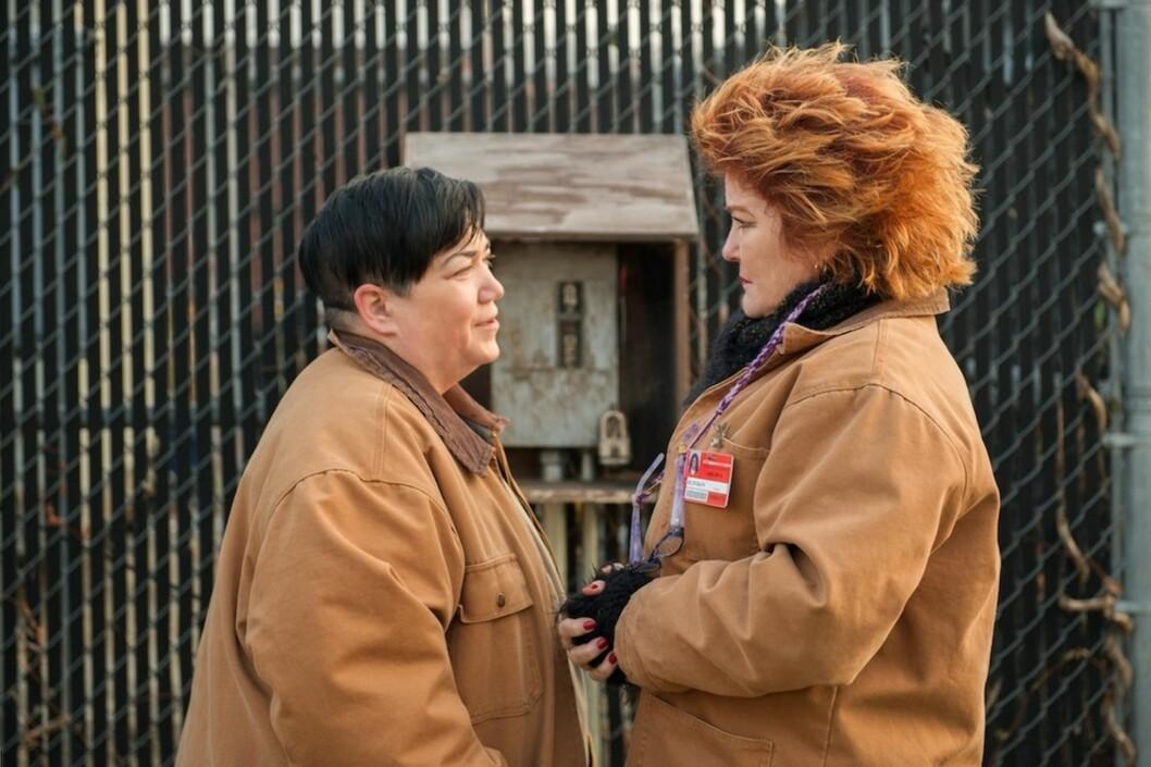 ELSKER NORGE: Lea «Big Boo» DeLaria (57) (tv) og Kate «Red» Mulgrew (60) fra den populære fengselsserien «Orange is The New Black» sier til KK.no at de elsker Norge.  Foto: Netflix