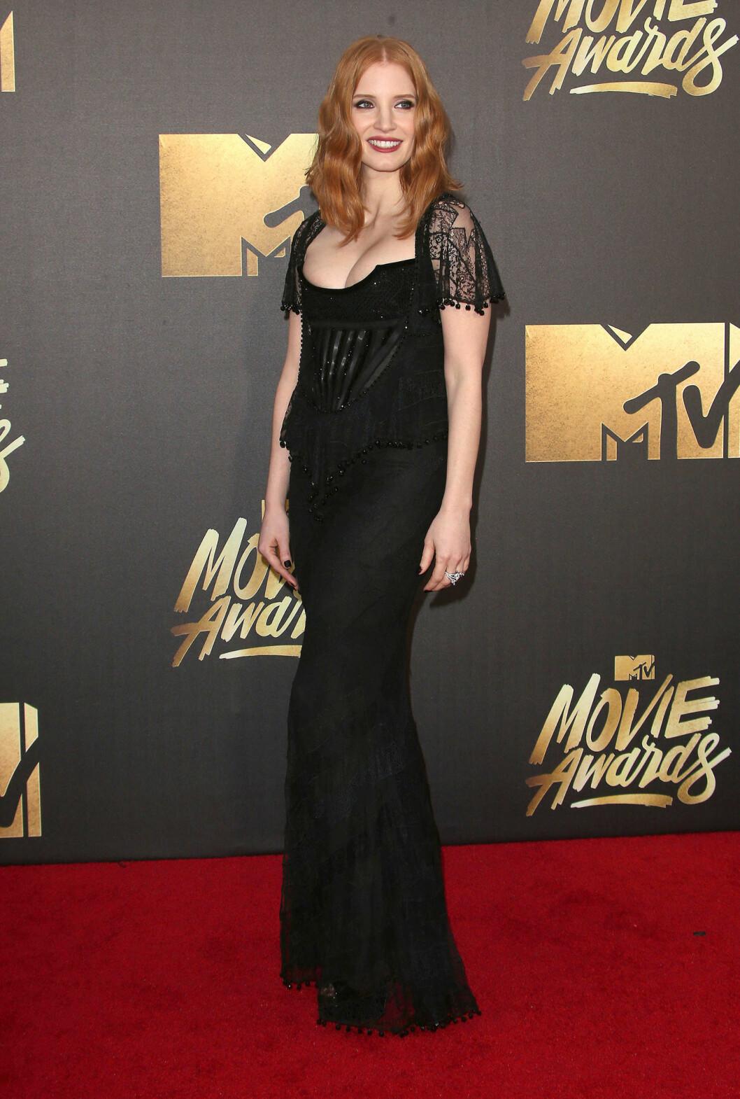 STRÅLTE: Jessica Chastain gikk også for en sexy sort kjole med blonder.  Foto: SipaUSA