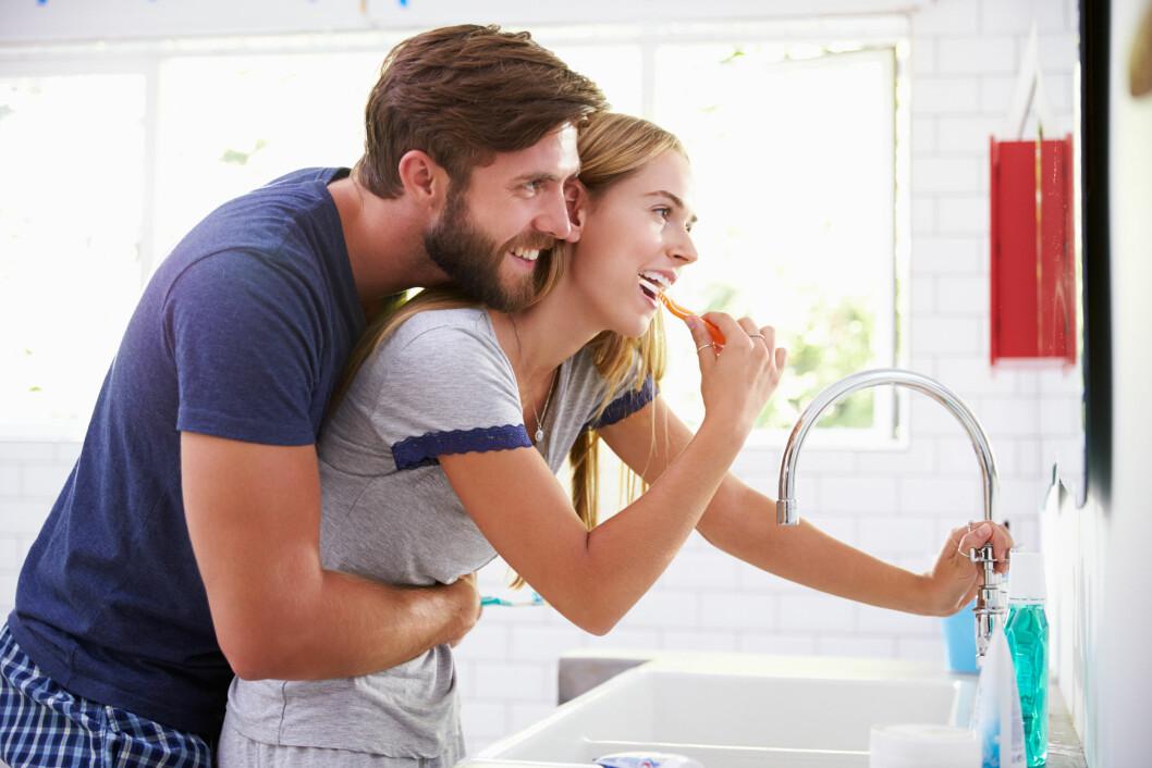 PUSS TENNENE: Mange pusser tennene før de har sex, men glemmer å gjøre det etterpå. Foto: Shutterstock / Monkey Business Images