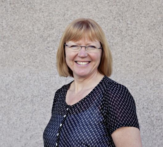 EN Å SNAKKE MED: Liv Anita Brekke er demensveileder hos Nasjonalforeningens demenslinje. Foto: Privat