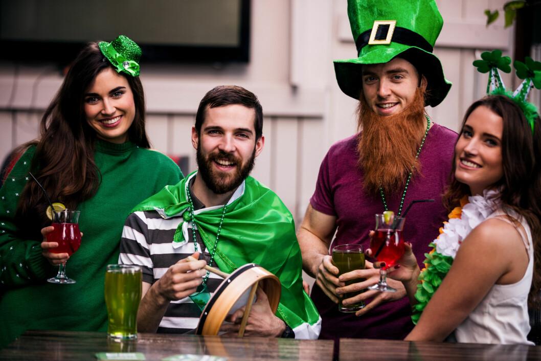 ST. PATRICK'S DAY: 17. mars er det Irlands nasjonaldag, og dette feires med den tradisjonsrike festen St. Patrick's Day! Finn fram grønne klær du også! Foto: NTB Scanpix