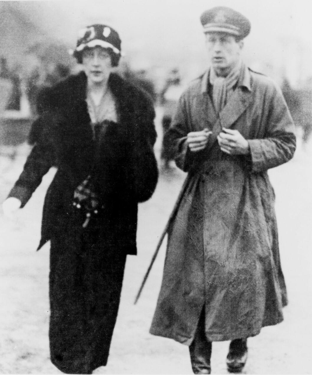 SKILSMISSE: Agatha og hennes første ektemann oberst Archibald Christie i 1919. Sju år senere ble de skilt på grunn av utroskap.  Foto: NTB-Scanpix