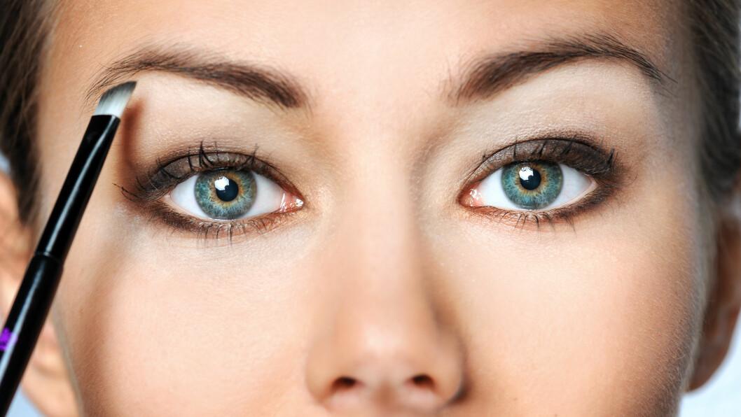 Å lage perfekte øyenbryn krever litt trening, men jobben blir helt klart enklere med noen gode øyenbrynsprodukter.  Foto: Shutterstock / Aleksandra H. Kossowska