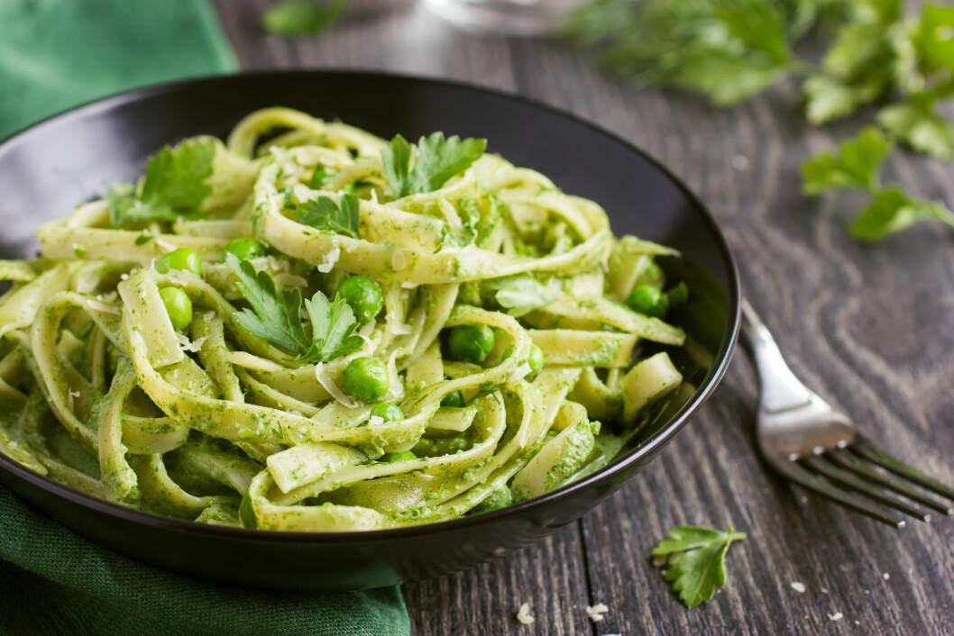SUNNERE PASTA: Er det noe vits i å bytte ut vanlig pasta med de sunnere alternativene? FOTO: Shutterstock / Anna Shepulova