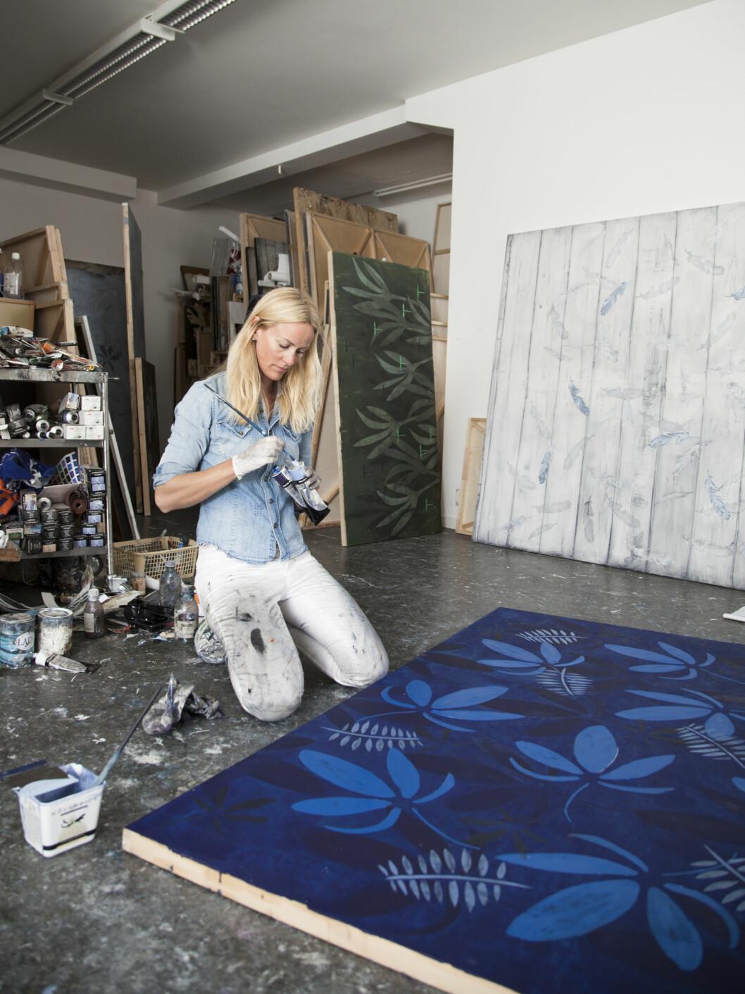 NATURBARN: Cathrine Knudsen sier bildene hennes er inspirert av naturen fordi hun føler seg mest hjemme der.  Foto: Torjus Berglid