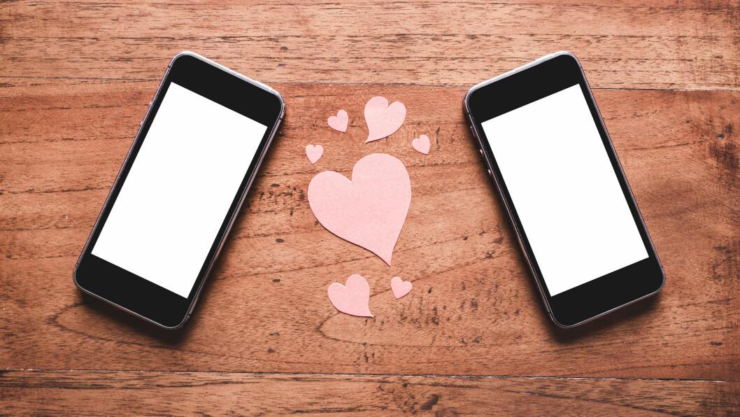 TINDER OG HAPPN: Mange bruker disse sjekke-appene for å finne kjærligheten. Men ikke la deg lure av folk som kun er ute etter én ting - med mindre du er det selv da...  Foto: NTB Scanpix