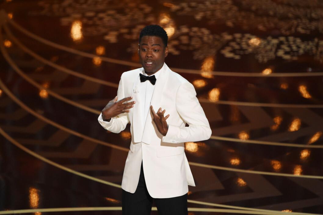 KLAR TALE: Skuespiller og komiker Chris Rock gjorde et poeng ut av #OscarSoWhite-boikotten som har herjet siden Oscar-nominasjonene ble kjent tidligere i år. Foto: NTB Scanpix