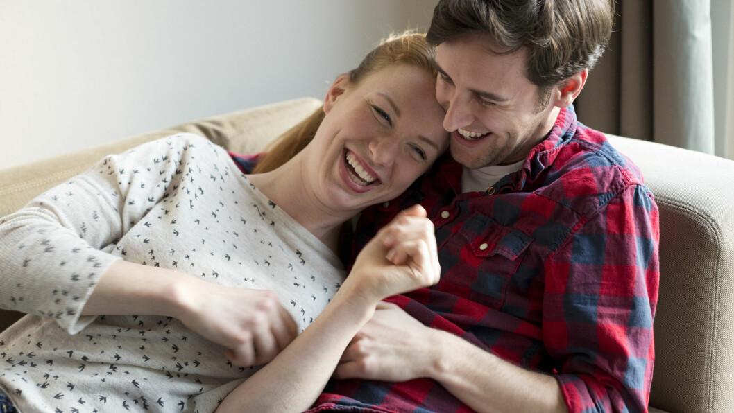 KILEN? Du har kanskje merket at du ler om du er i godt humør, men at det bare er skikkelig ubehagelig å bli kilt når du ikke er litt glad fra før? Det er faktisk slik at personlighet og humør din er med på å bestemme om du ler når du blir kilt.  Foto: Plainpicture
