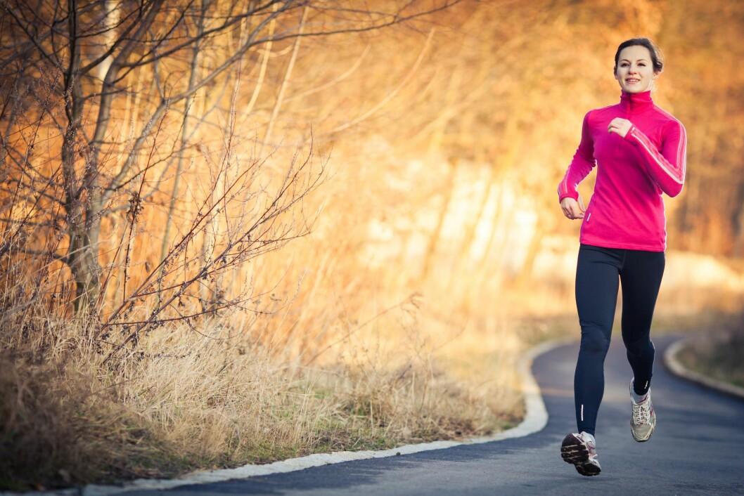 GIR ENERGI: Løpetrenden har tatt av blant det norske folk, og det er jo kanskje ikke så rart - for det er mye som skal til for å slå en deilig løpeøkt i naturskjønne omgivelser.  Foto: NTB Scanpix